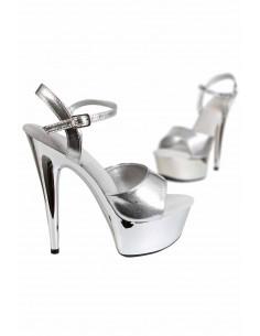 1 Sandales à semelle plateforme. Empeigne et boucle en simili-cuir argenté.