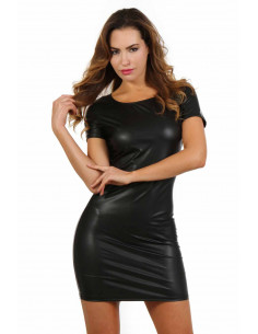 1 Robe stretch en wetlook . Col rond. Manches courtes.