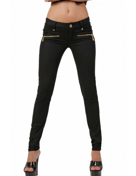 1 Pantalon stretch. Taille basse. Ceinture 6 passants. Fermeture zip devant. 2 poches fermeture zip de