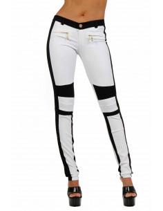 1 Pantalon bicolore taille basse. Fermeture zip + bouton devant.